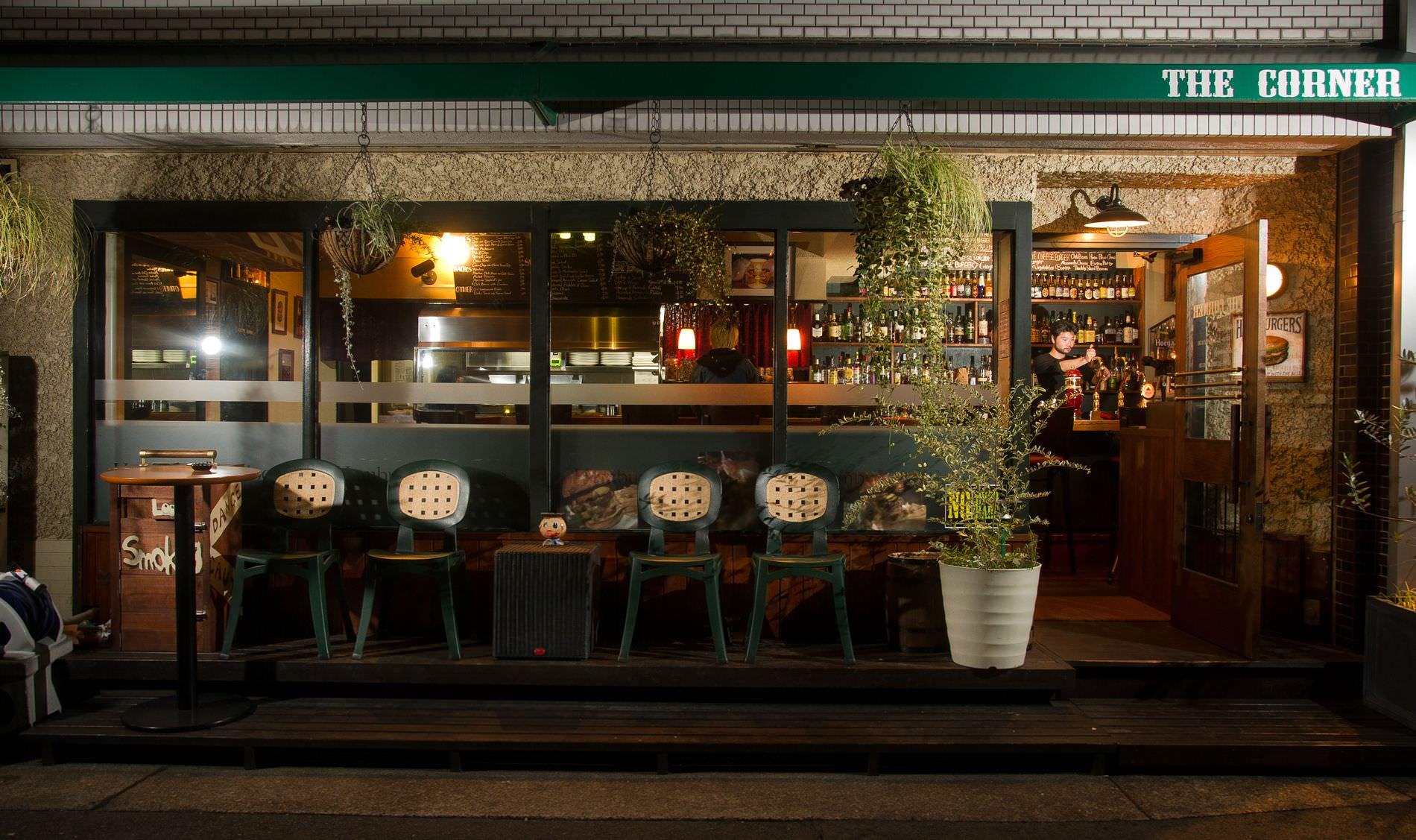 THE CORNER Hamburger&Saloon